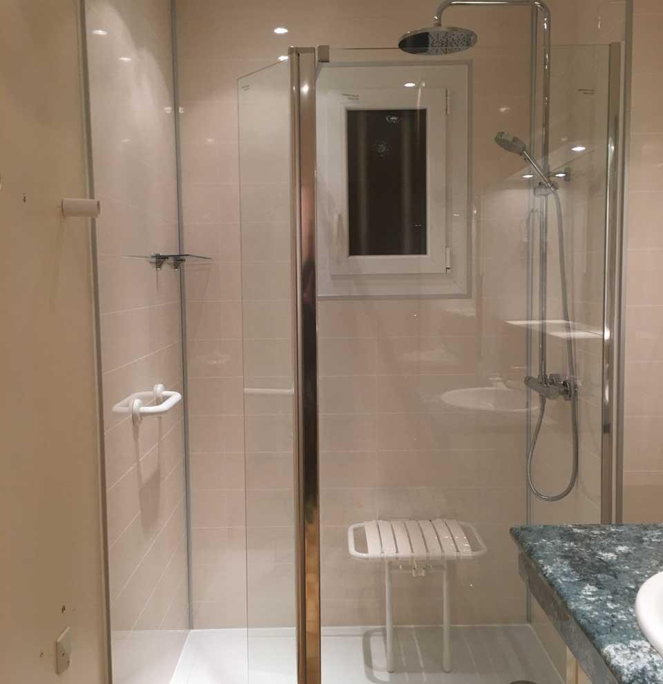 douche pour personnes à mobilité réduite